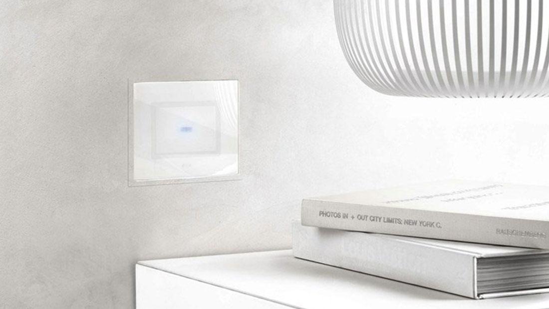 Ave Touch filo-muro. La vera innovazione: più che sottile, perfettamente raso muro