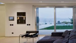 Sul Garda un'elegantissima villa con domotica AVE