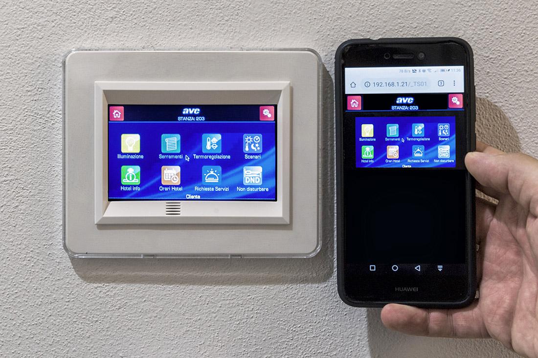 Gestione da smartphone e mini touch screen