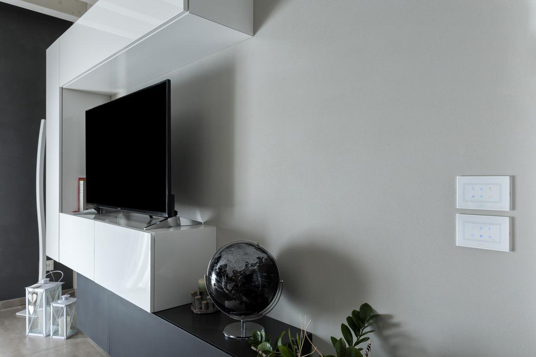 Interruttori AVE Multi-Touch con placca in vetro bianco