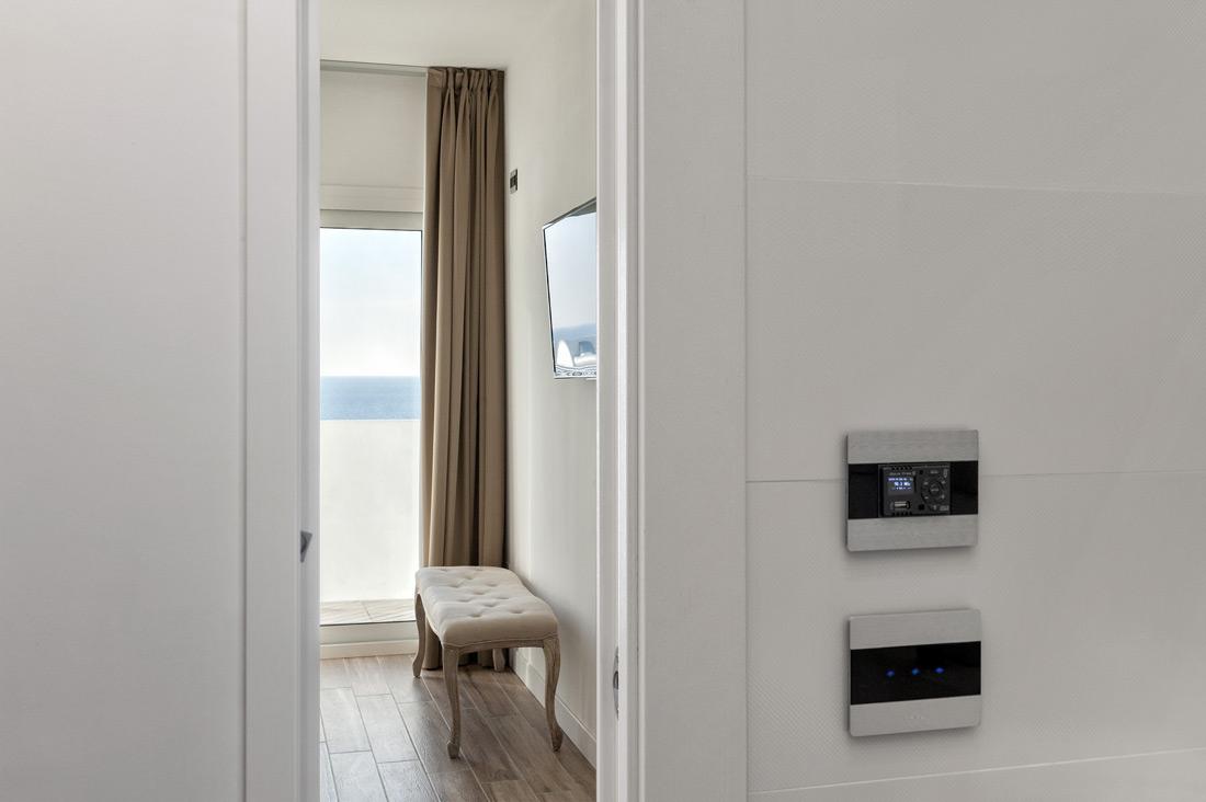 Interruttore Touch Ave con design in alluminio per hotel