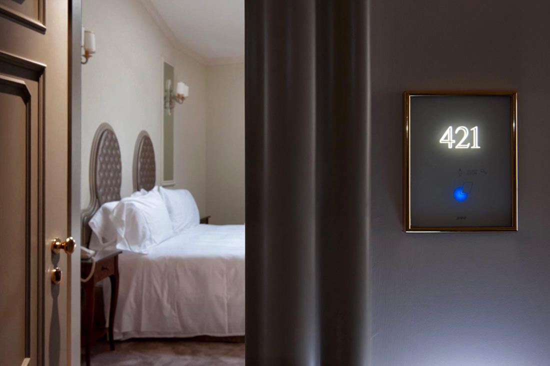 Lettore apriporta hotel con design personalizzato