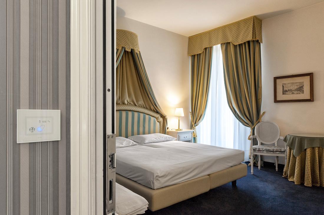 Lettore di card per hotel AVE in vetro con tecnologia touch