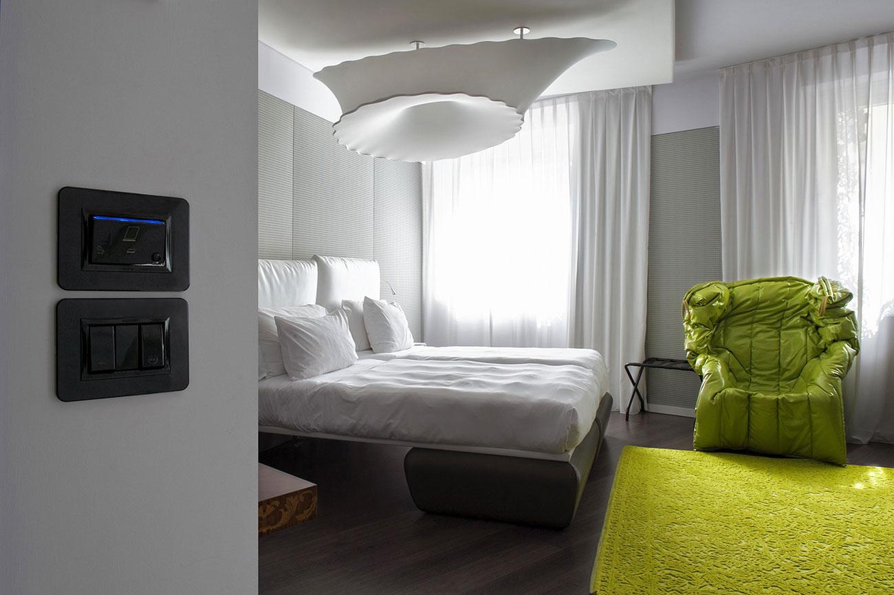 Lettore interno per hotel AVE Life 44 nero
