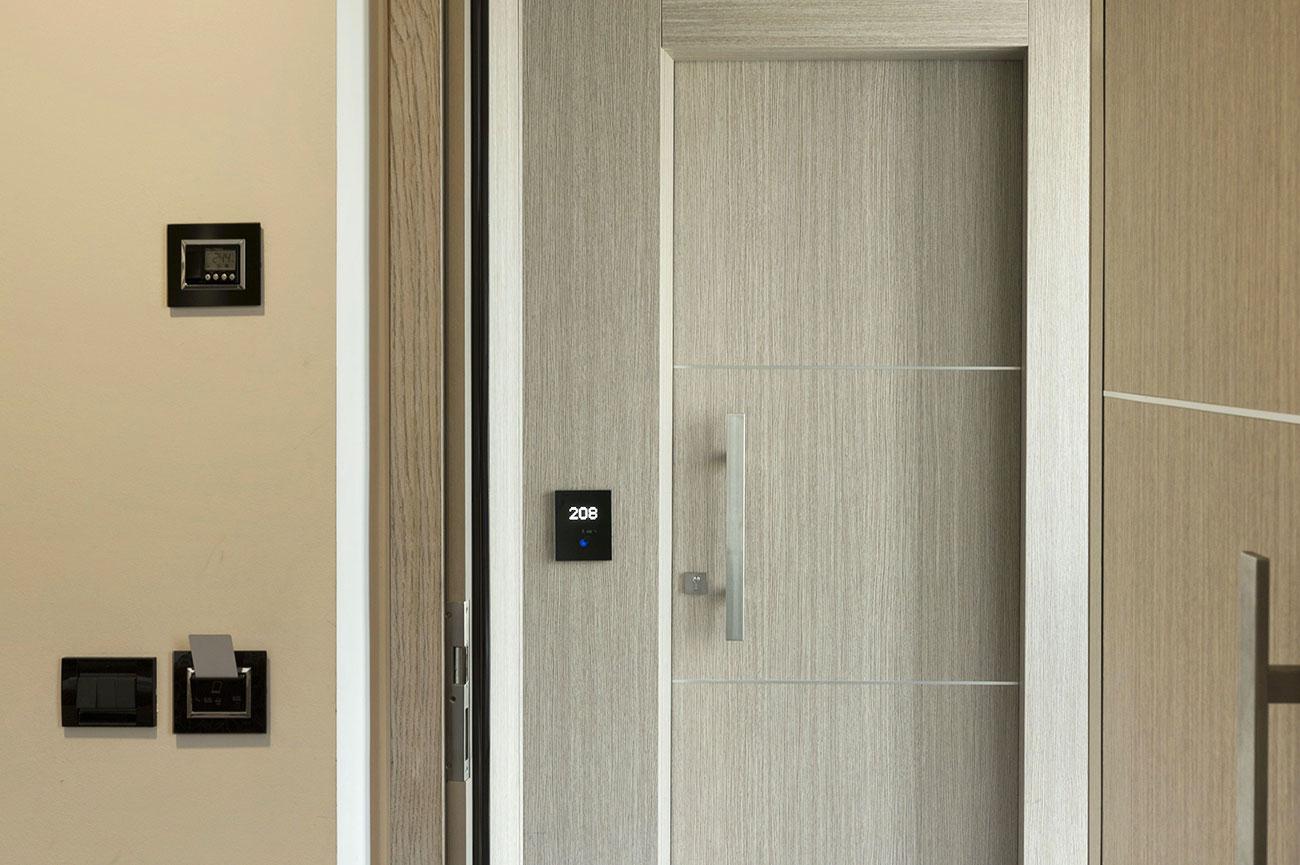 Lettore interno e termostato per camera di albergo AVE