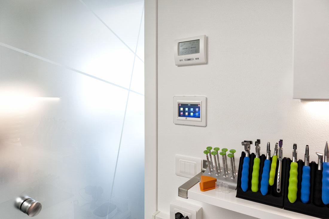 Mini touch screen domotico per negozio