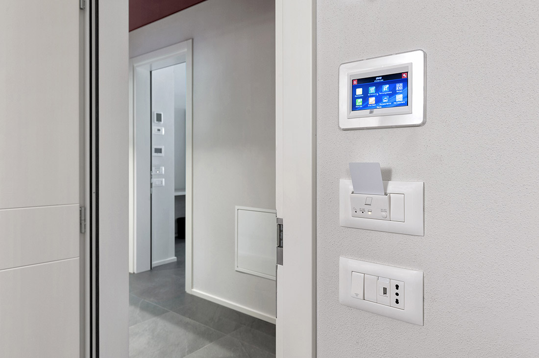 Mini touch screen per hotel con menù ad icone