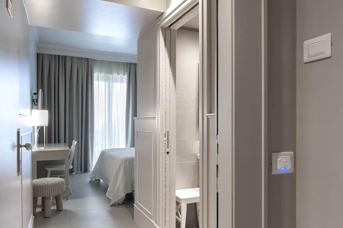 Placca elettrica dal design minimal per hotel