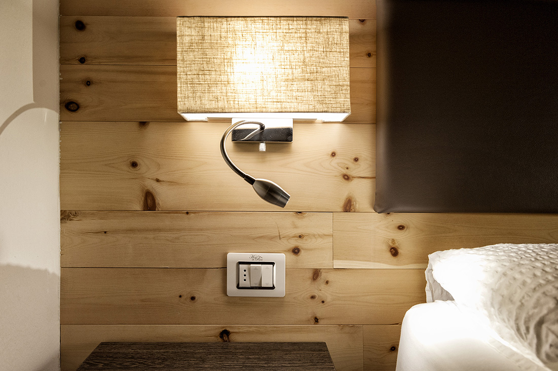 Placca elettricha personalizzata AVE per hotel