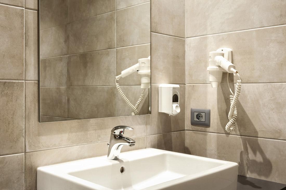 Presa di corrente AVE per servizi igienici