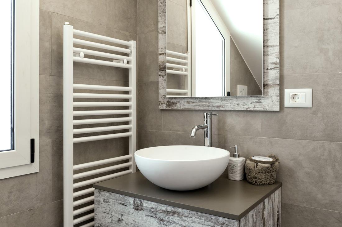Presa elettrica per bagno schuko bianca AVE
