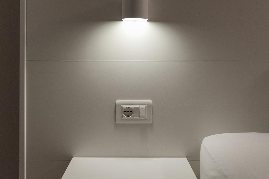Punti luce con interruttore e presa schuko AVE