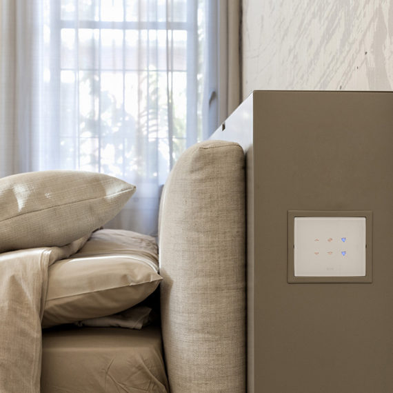 Referenza AVE Bologna - Interruttore touch per testata letto