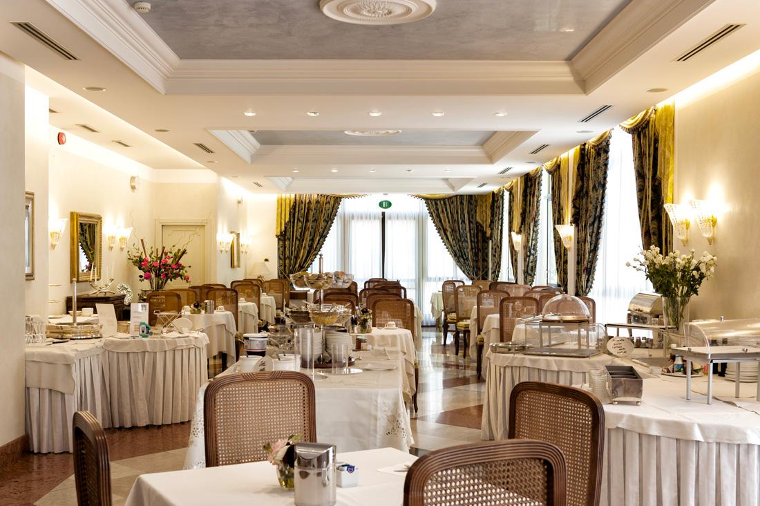 Referenza AVE Hotel 4 Stagioni - Area ristorante