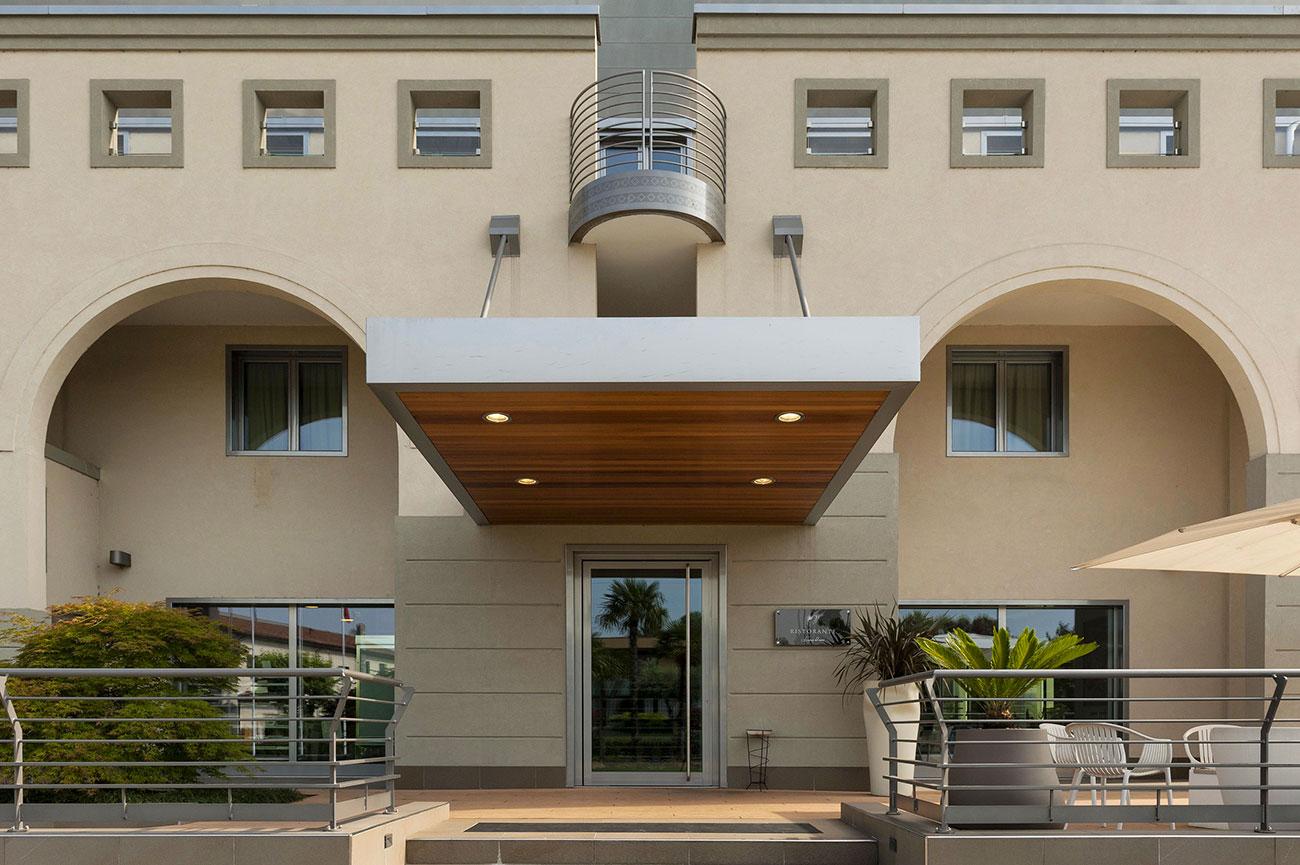 Referenza AVE Hotel Ristorante La Conchiglia - Vista Ingresso