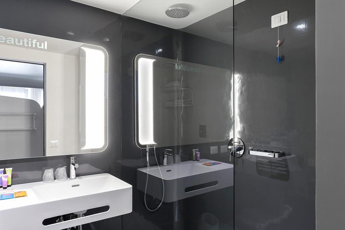 Sistema di chiamata d'emergenza AVE per hotel con tirante bagno