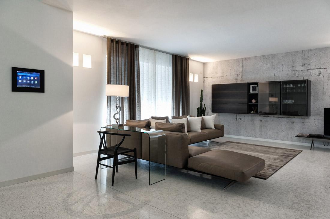 Smart home con touch screen interattivo