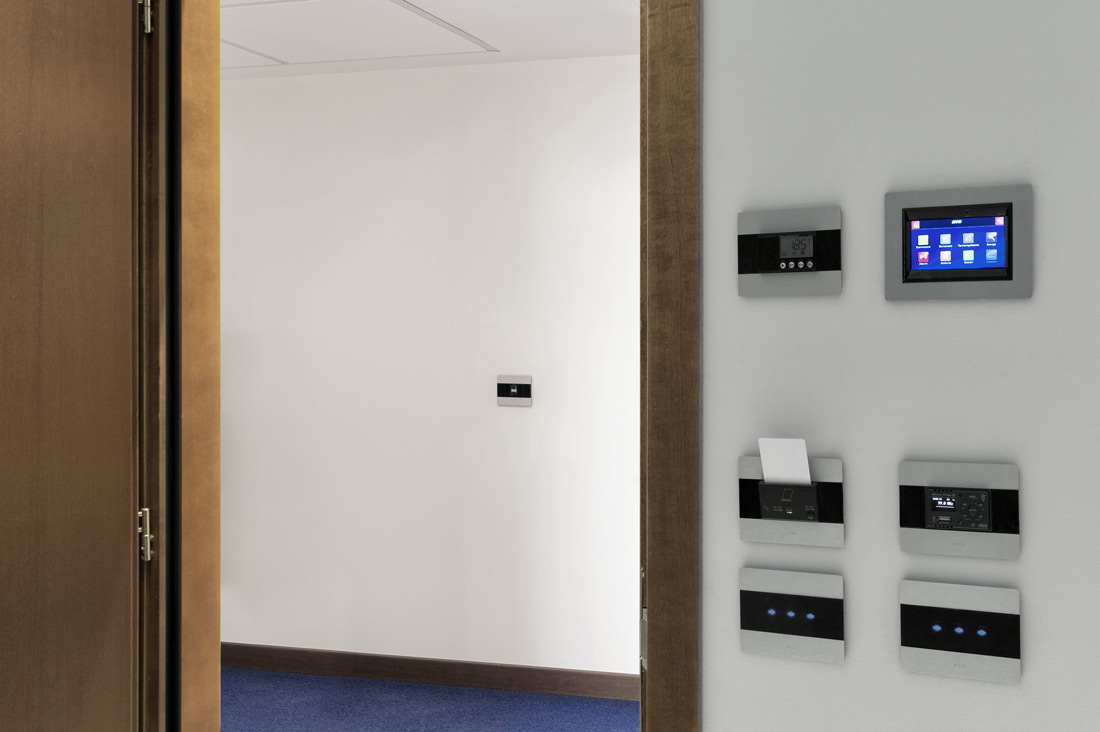 Touch Screen domotico per hotel AVE