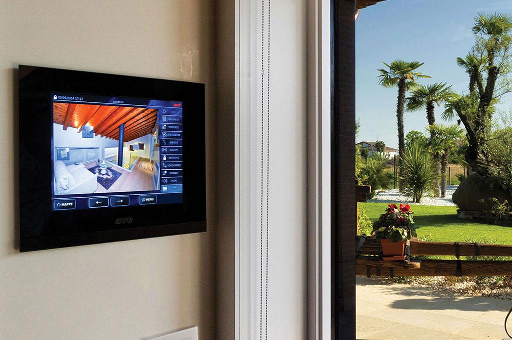 Villa domotica con touch screen di design