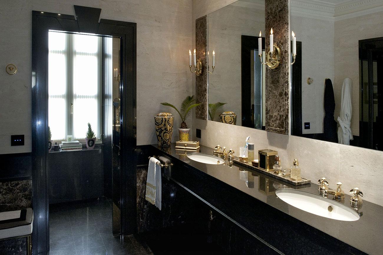 Impianto elettrico in bagno con placche touch AVE
