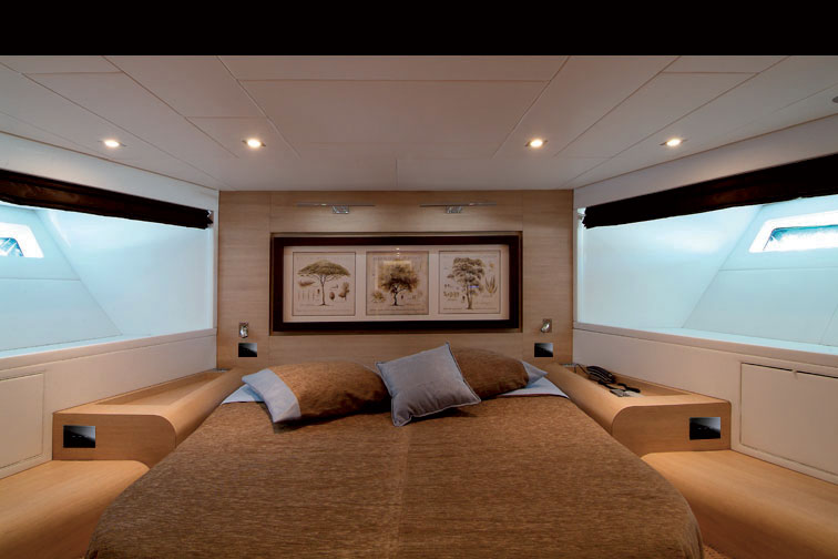 Referenza AVE Yacht - Punti luce touch per testata letto
