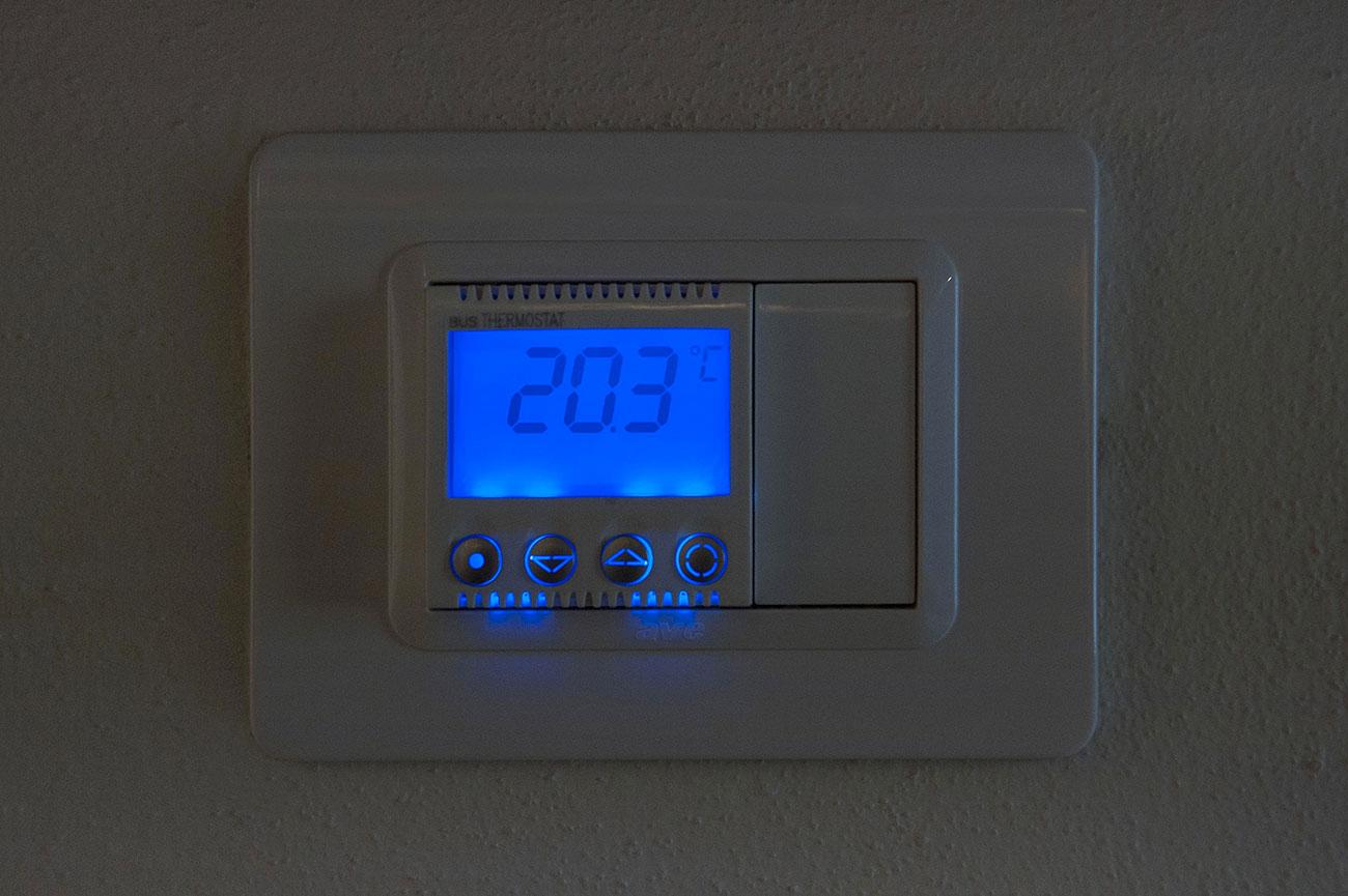 Termostato ambiente AVE con display illuminato