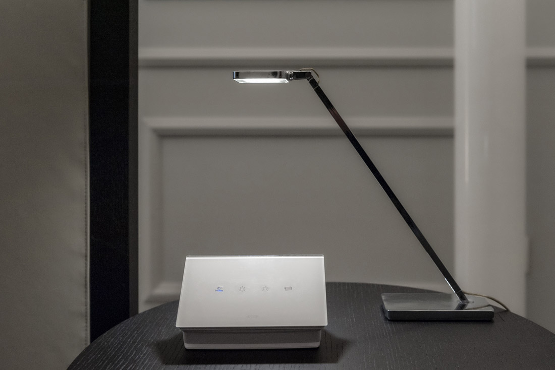 Dettaglio placca di design con interruttori touch