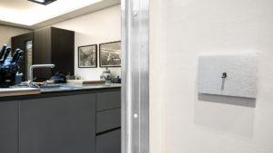 Gli interruttori a levetta AVE in un ricercato progetto d'interior design a Roma
