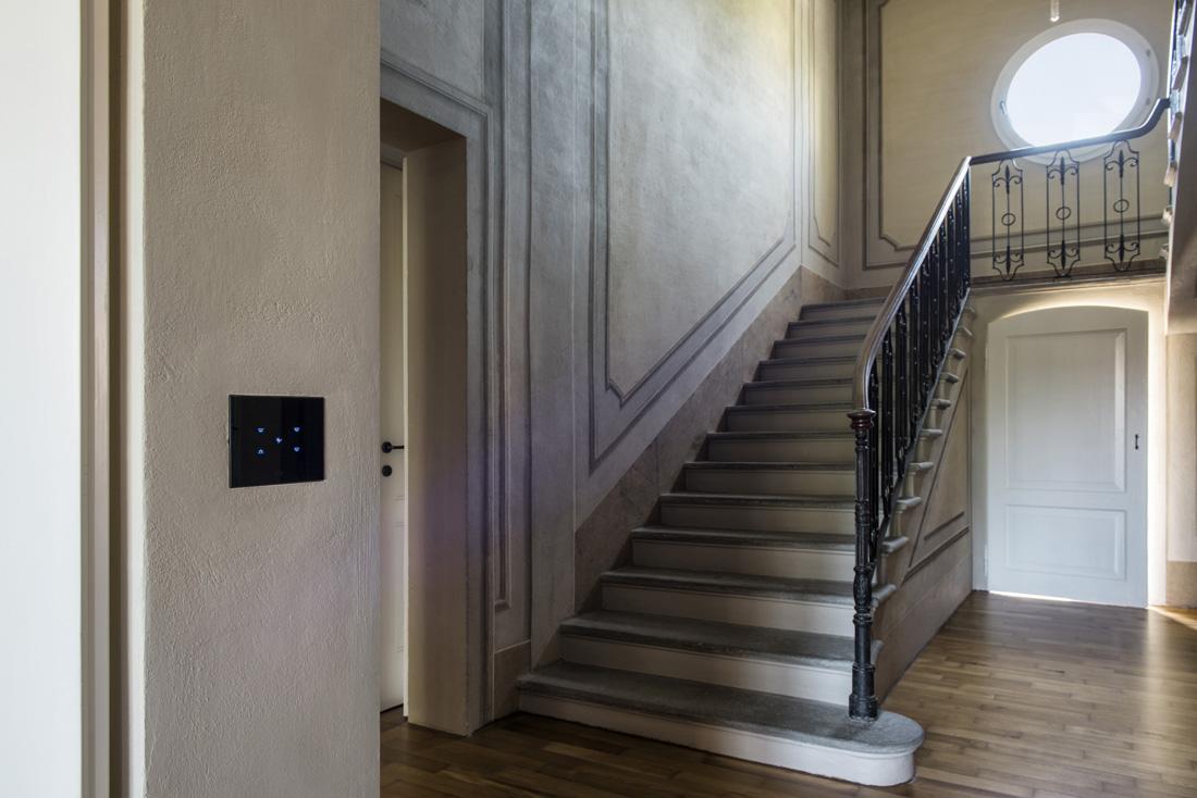 Interruttori AVE Multi-Touch con placca in vetro nero assoluto